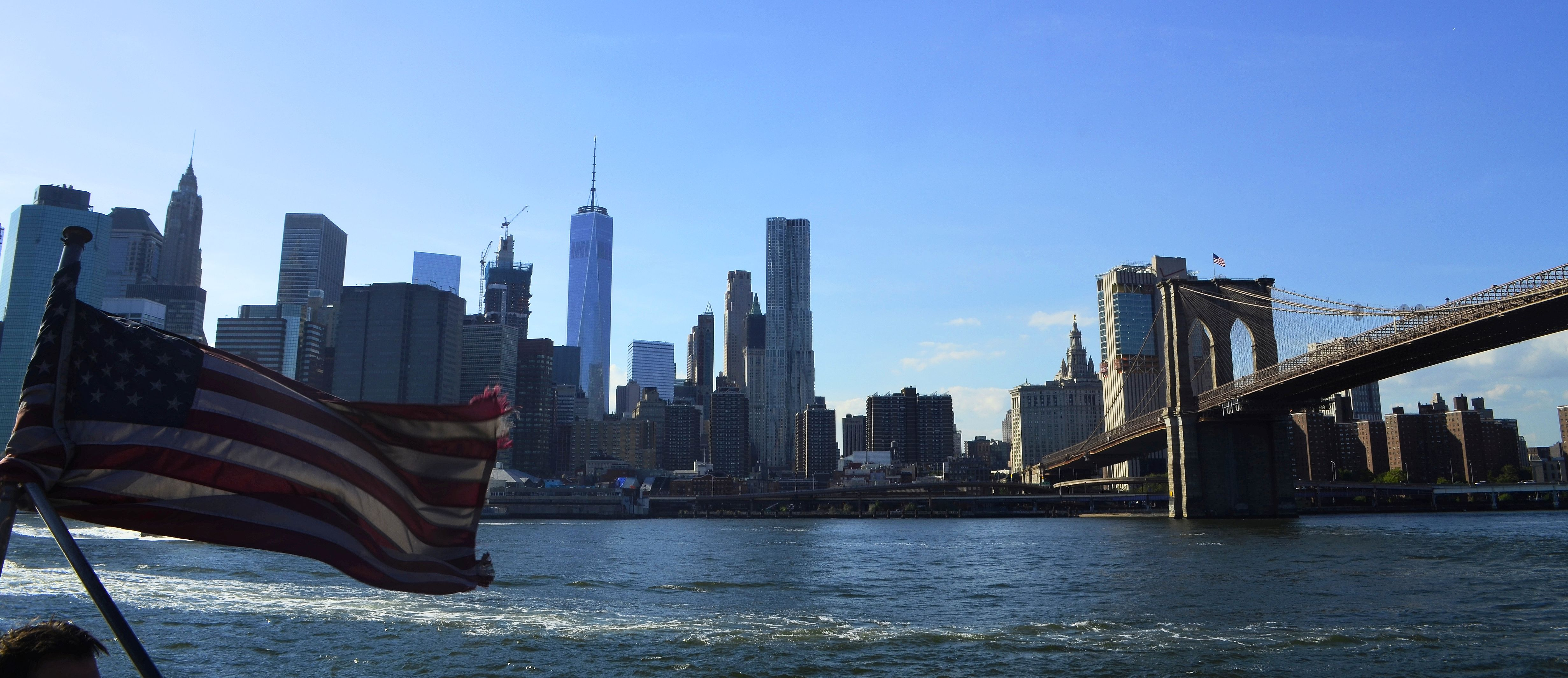new-yoek-skyline-brooklyn-bridge-flag